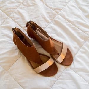 Tan & Gold Matisse Tyler Wedge Sandals EUC